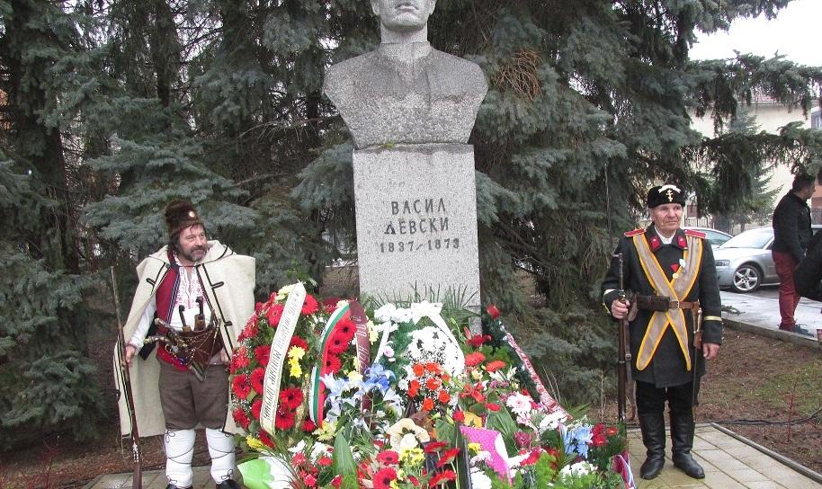 Паметника на Левски
