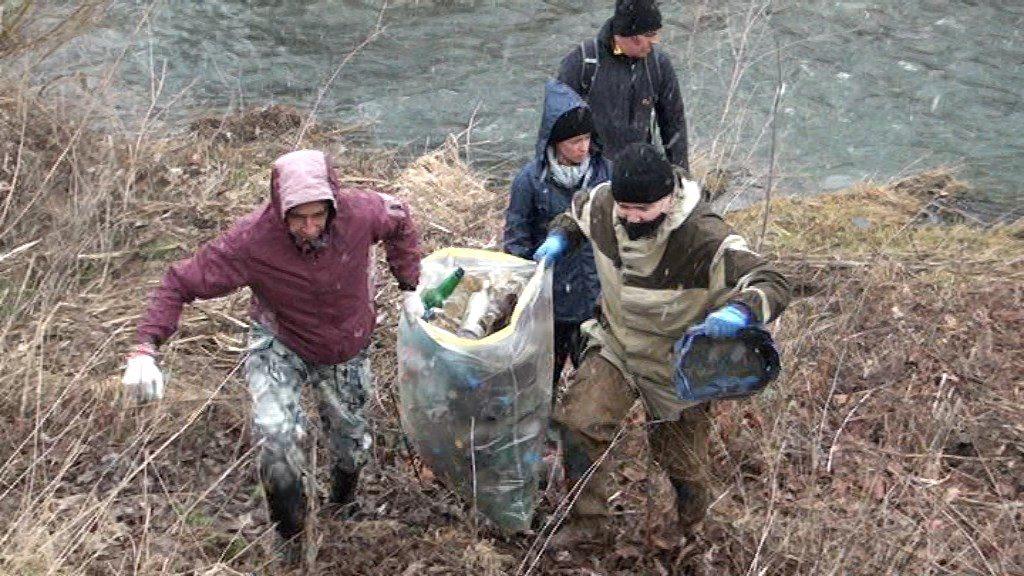 почистване на реката